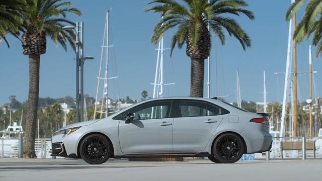 التصميم الخارجي لسيارة تويوتا كورولا 2022